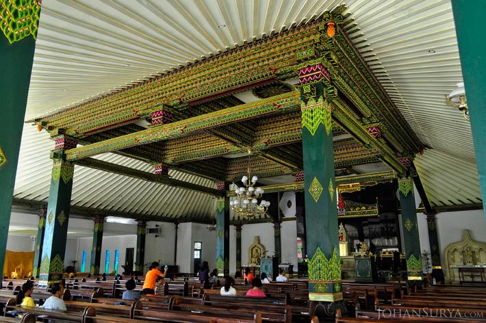 Interior Gereja Hati Kudus Yesus Ganjuran Bantul