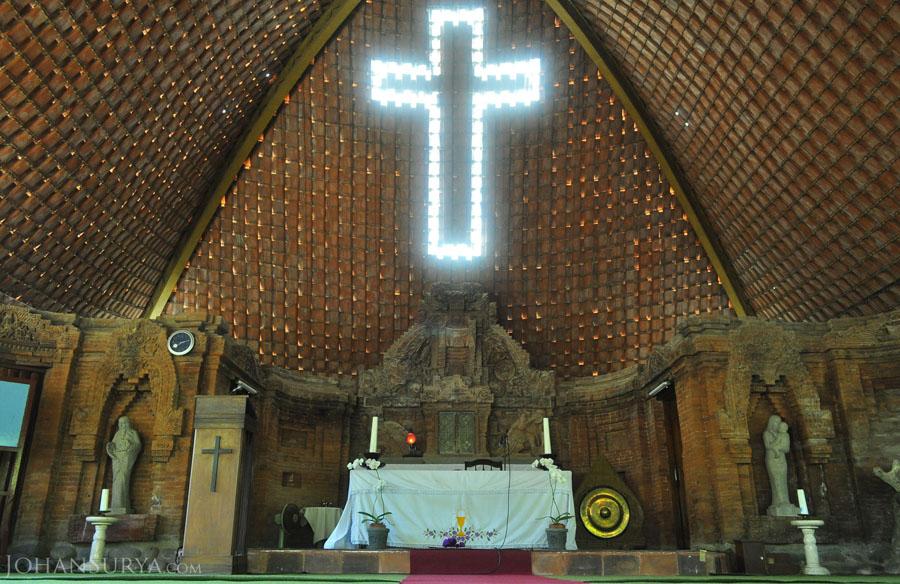 Interior Altar Gereja Pohsarang Kediri