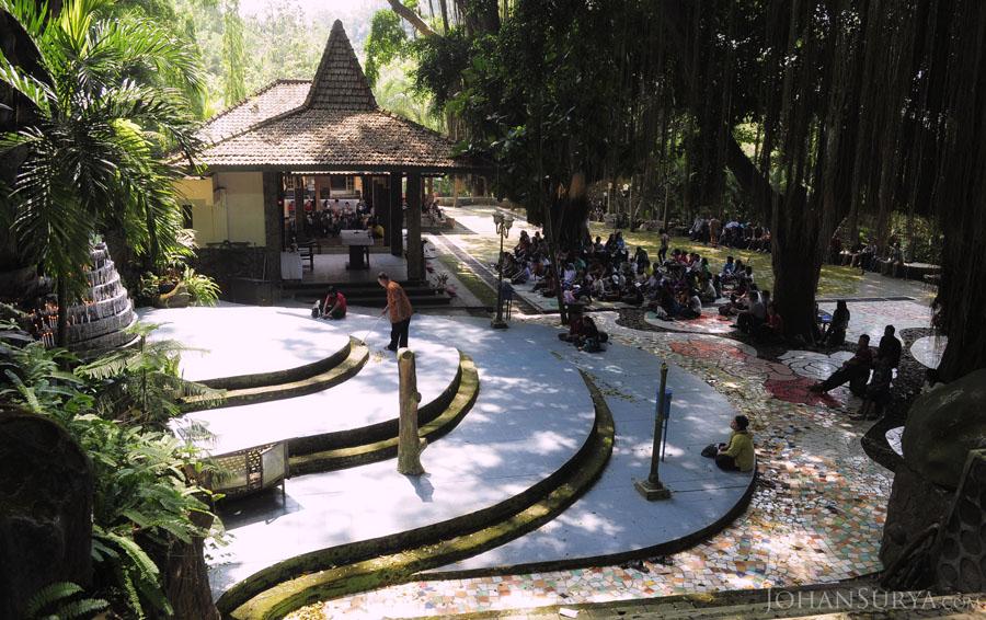 Gua Maria Sendang Sriningsih