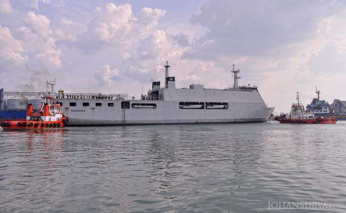 590 KRI Makassar - Dermaga Pelabuhan Tanjung Emas