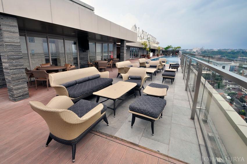 Skybar - Resto Louise Kienne Simpang Lima