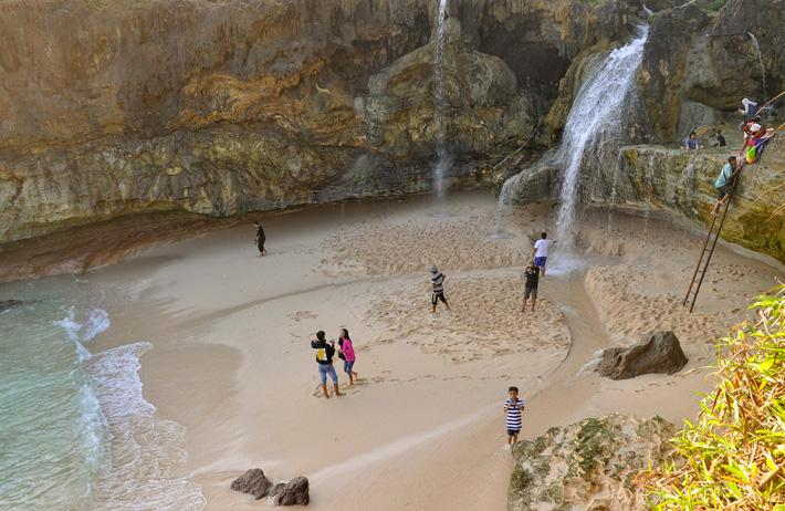 Air Terjun Pantai Banyutibo - Widoro - Pacitan