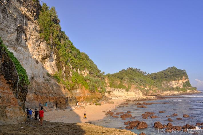 Keindahan Pantai Pacitan - Banyutibo