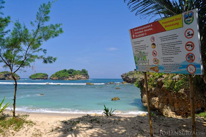 Pantai Watu Karung - Pacitan