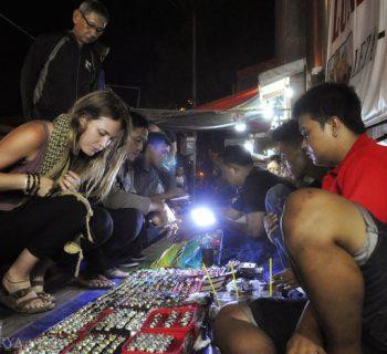Pedagang Batu Akik - Trotoar Pemuda