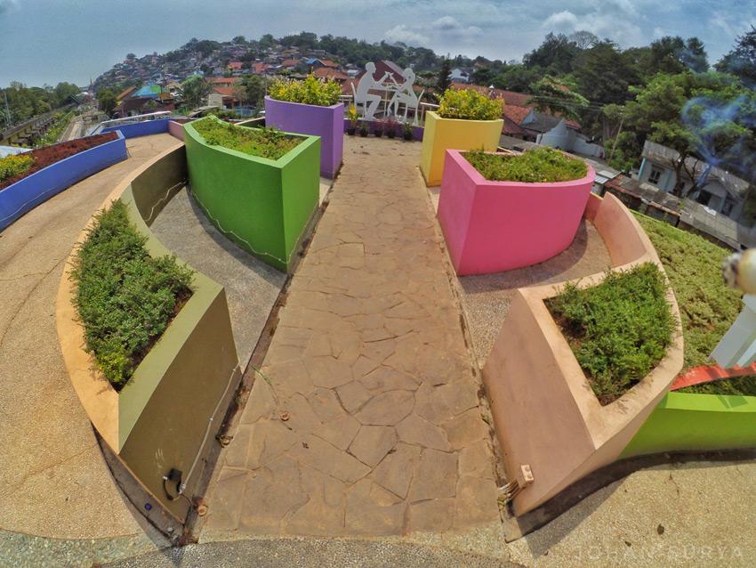 Taman Kasmaran - Kampung Pelangi