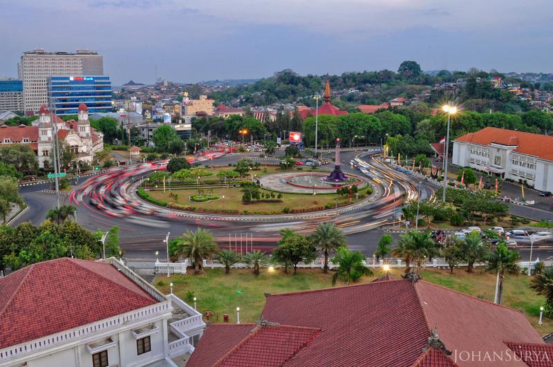 Kawasan Tugu Muda dari Atap UDINUS Semarang