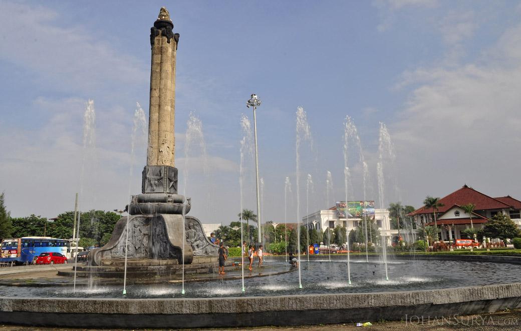 Air Mancur Tugu Muda Semarang - April 2012
