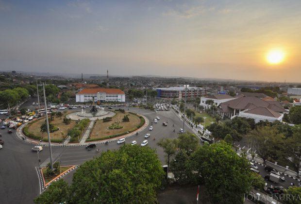 Menanti Senja di Tugu Muda Semarang